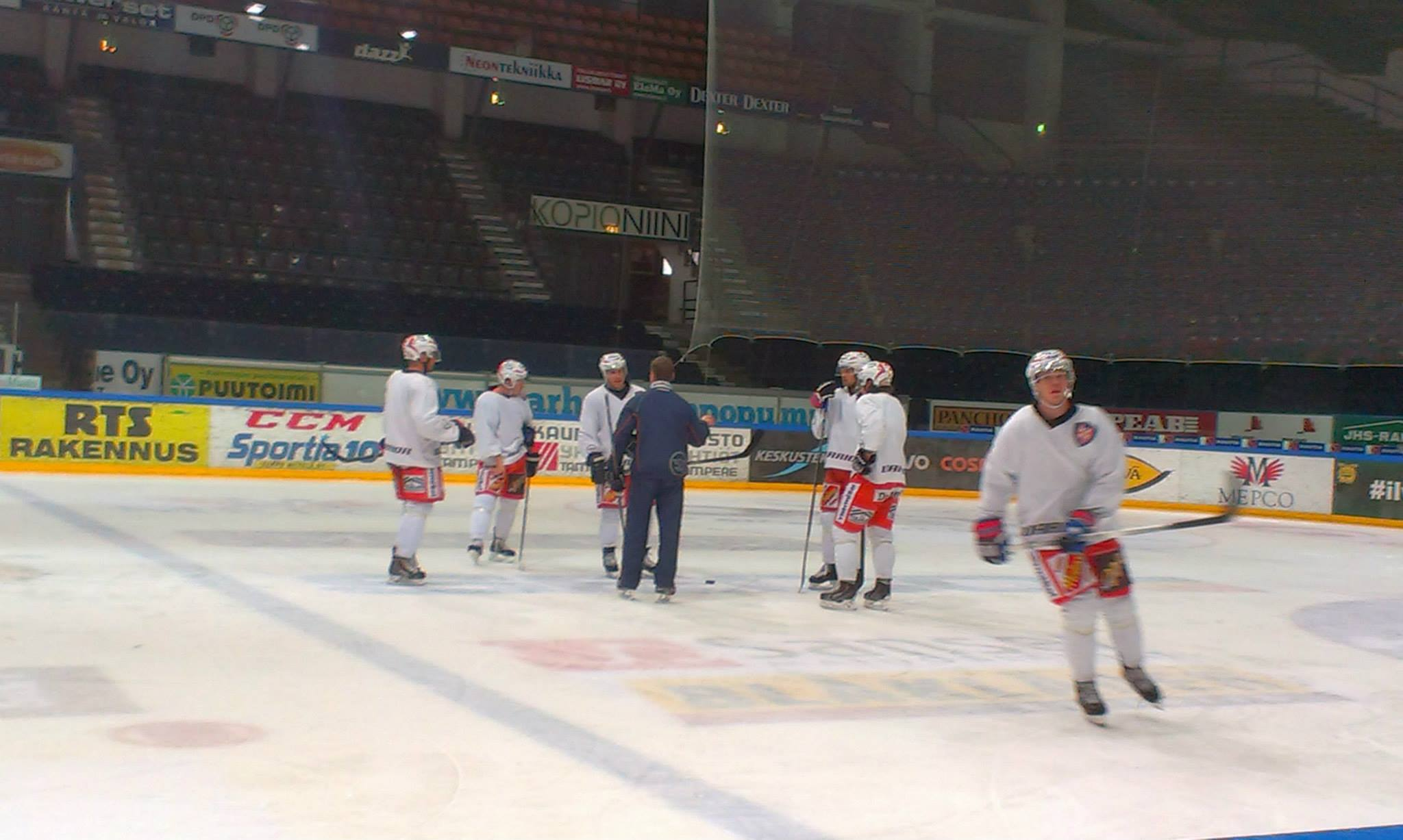 Nieminen (in the middle) listening to the coach on the training